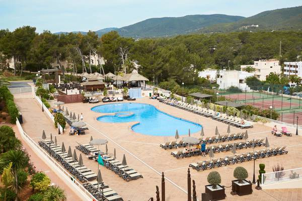 Adults-only area invisa hotel club cala blanca es figueral beach
