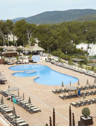 Invisa Hotel Club Cala Blanca in Es Figueral Beach