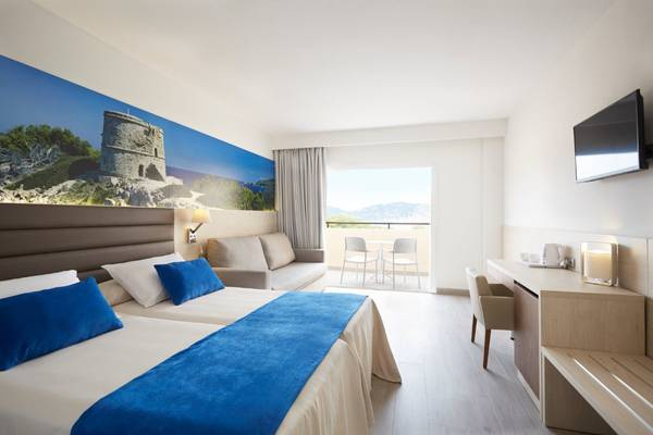 Superior Premium Invisa Hotel Club Cala Blanca in Es Figueral Beach