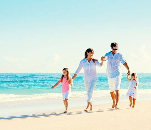 Gift ideas for travel-loving parents: Mother's & Father's Day Invisa Hotels